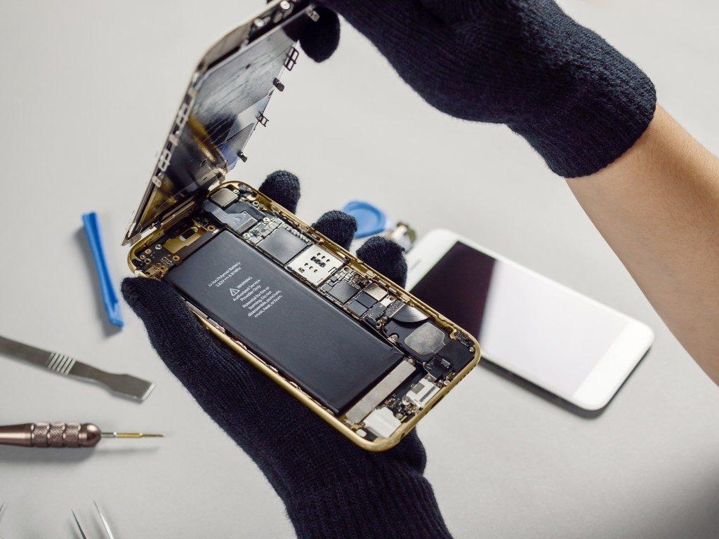 Repairing a broken smartphone