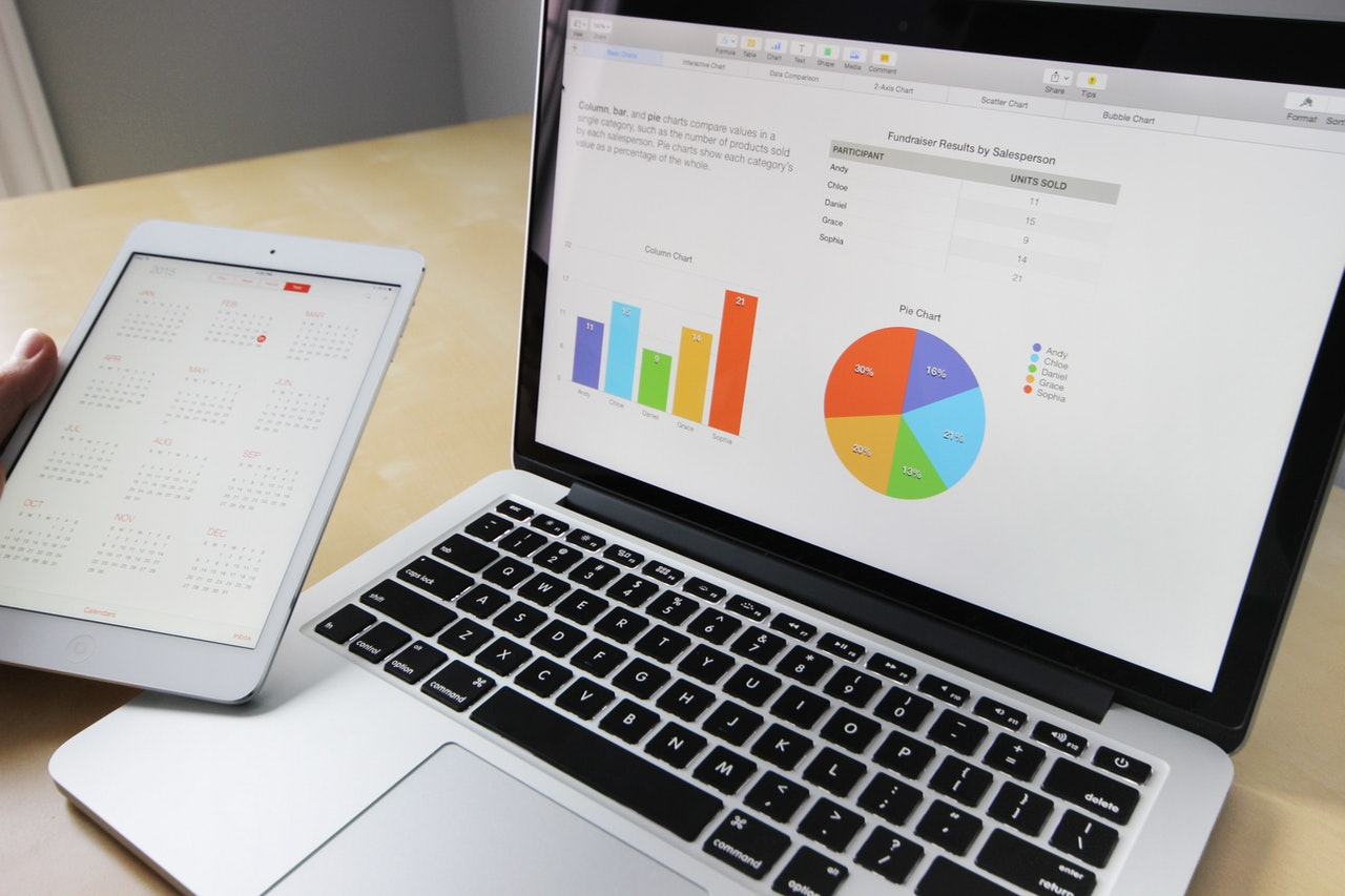 laptop analytics graph